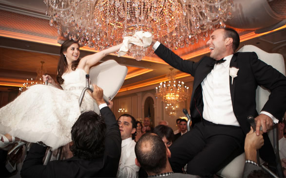Bride and Groom celebrate a Jewish tradition at the Rockleigh